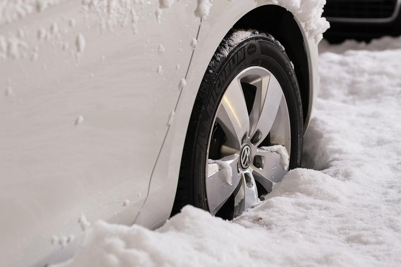 Comment conduire sur une route de montagne en hiver ?