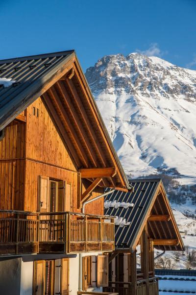 Location au ski Les Chalets du Hameau des Aiguilles - Albiez Montrond - Extérieur hiver