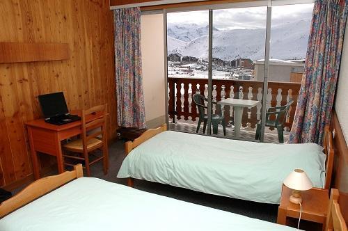 Chambre triple standard alpe d 39 huez alpes du nord for Chambre d hotes alpe d huez