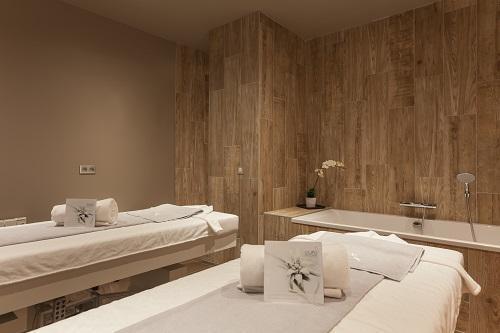 Location au ski Hotel Royal Ours Blanc - Alpe d'Huez - Massage