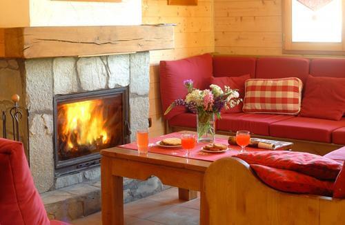 Location au ski Les Chalets De L'altiport - Alpe d'Huez - Cheminée