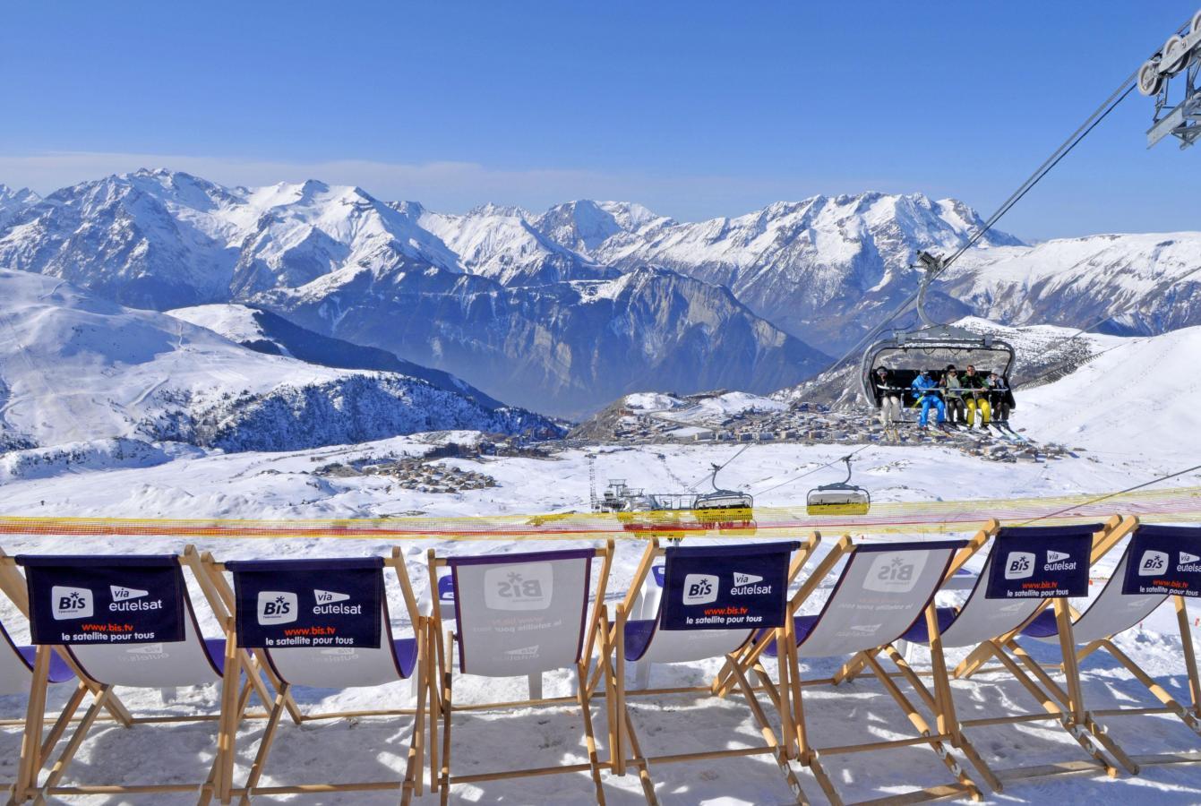 studio 4 personnes alpe d 39 huez alpes du nord residence l 39 ecrin d 39 huez ski planet. Black Bedroom Furniture Sets. Home Design Ideas