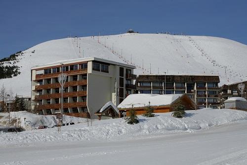Holiday in mountain resort Hôtel Eliova le Chaix - Alpe d'Huez - Winter outside