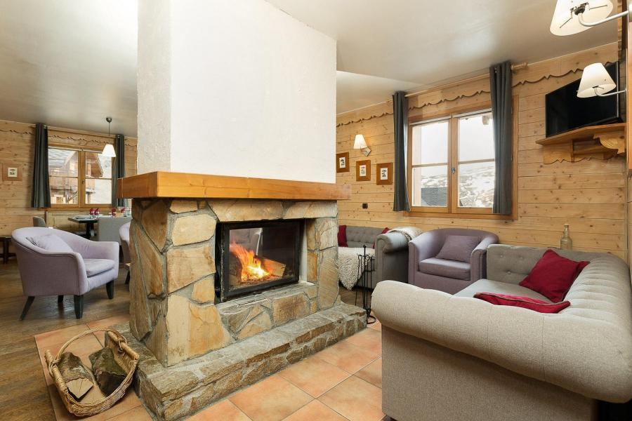 Rent in ski resort Les Chalets de l'Altiport - Alpe d'Huez - Fireplace