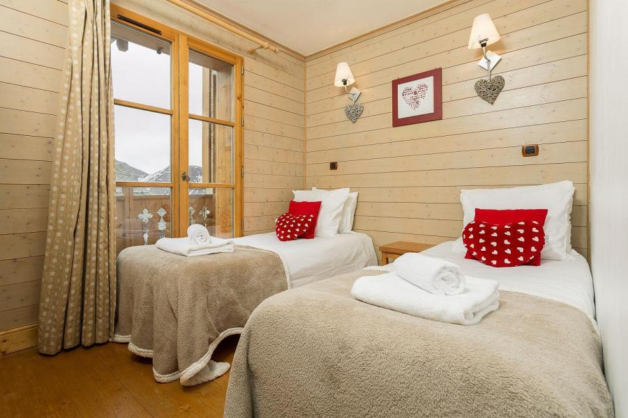 Rent in ski resort Les Chalets de l'Altiport - Alpe d'Huez - Single bed