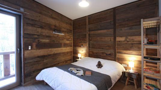 Rent in ski resort Chalet de Louis - Alpe d'Huez - Bedroom