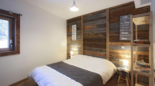 Rent in ski resort Chalet De Sarenne - Alpe d'Huez - Bedroom