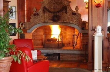 Location au ski Hotel Le Pic Blanc - Alpe d'Huez - Cheminée