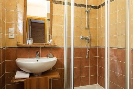 Rent in ski resort Les Chalets de l'Altiport - Alpe d'Huez - Bathroom