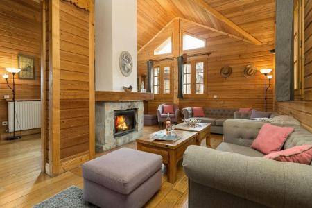 Rent in ski resort Les Chalets de l'Altiport - Alpe d'Huez - Fireplace