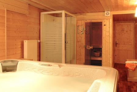 Location au ski Les Chalets de l'Altiport - Alpe d'Huez - Jacuzzi