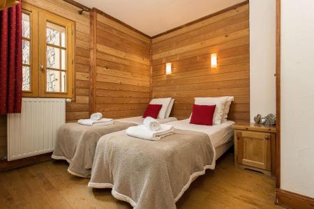 Rent in ski resort Les Chalets de l'Altiport - Alpe d'Huez - Single bed