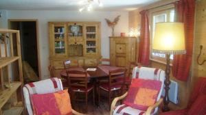 Location au ski Appartement 3 pièces 6 personnes (8) - Residence Alpina - Arêches - Table