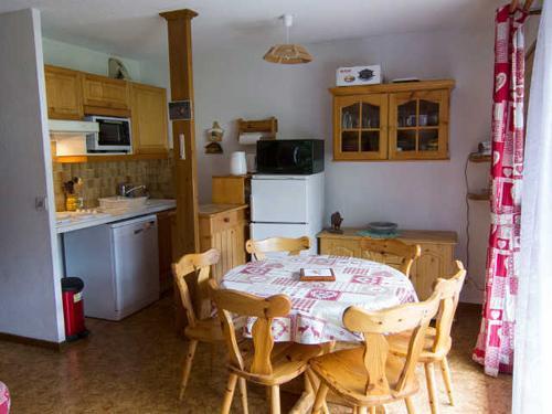 Soggiorno sugli sci Résidence Orée des Près - Arêches-Beaufort - Angolo pranzo
