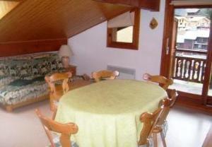 Location au ski Appartement 3 pièces 5 personnes (212) - Residence L'oree De La Combe - Arêches - Table