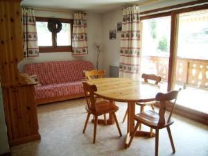 Location au ski Appartement 3 pièces 6 personnes (07) - Residence La Merande - Arêches-Beaufort - Porte-fenêtre donnant sur balcon