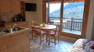 Location au ski Appartement 2 pièces 4 personnes (98) - Residence Oree Du Village - Arêches - Porte-fenêtre donnant sur balcon