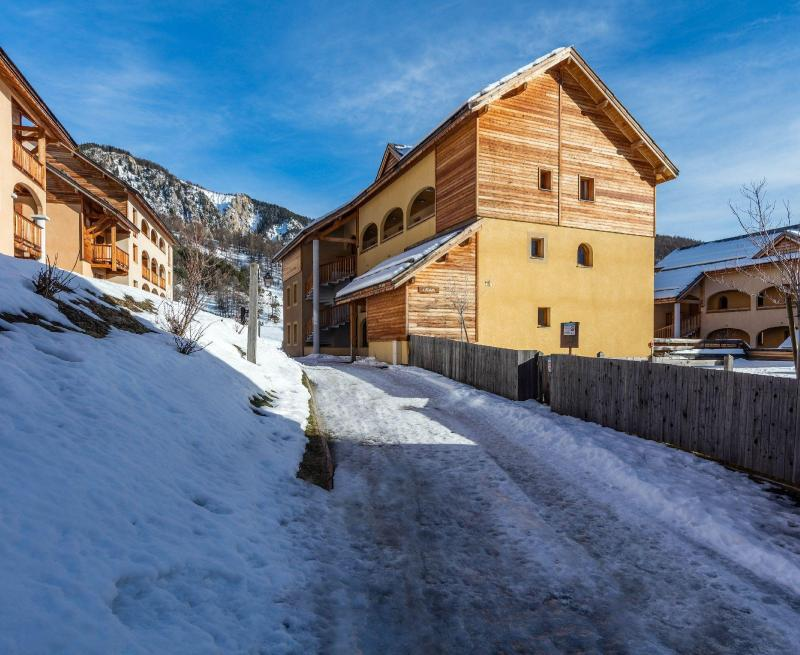 Vacances en montagne Résidence les Granges d'Arvieux - Arvieux en Queyras - Extérieur hiver