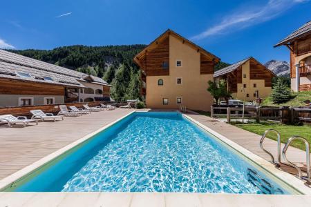 Location au ski Residence Les Granges D'arvieux - Arvieux en Queyras - Piscine