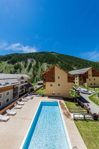 Location au ski Résidence les Granges d'Arvieux - Arvieux en Queyras - Piscine