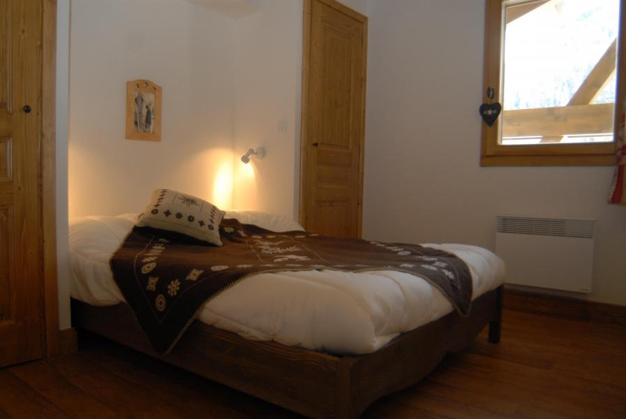 Rent in ski resort Residence Chalet Le Clos D'aussois - Aussois - Double bed