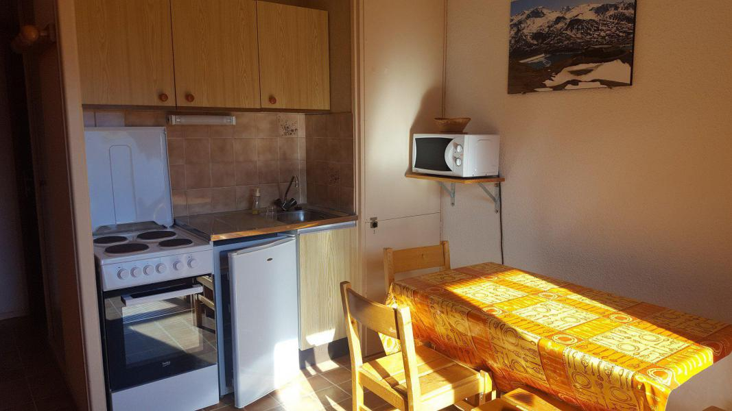 Rent in ski resort Studio 2 people (170) - Résidence Les Fleurs - Aussois - Kitchenette