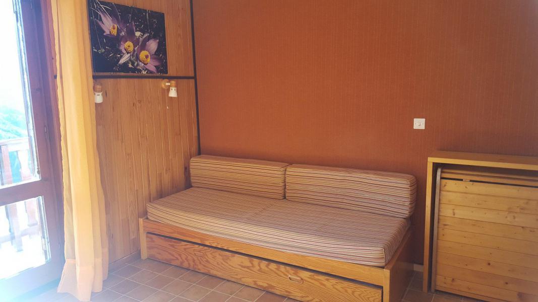 Rent in ski resort Studio 2 people (170) - Résidence Les Fleurs - Aussois - Pull-out sofa