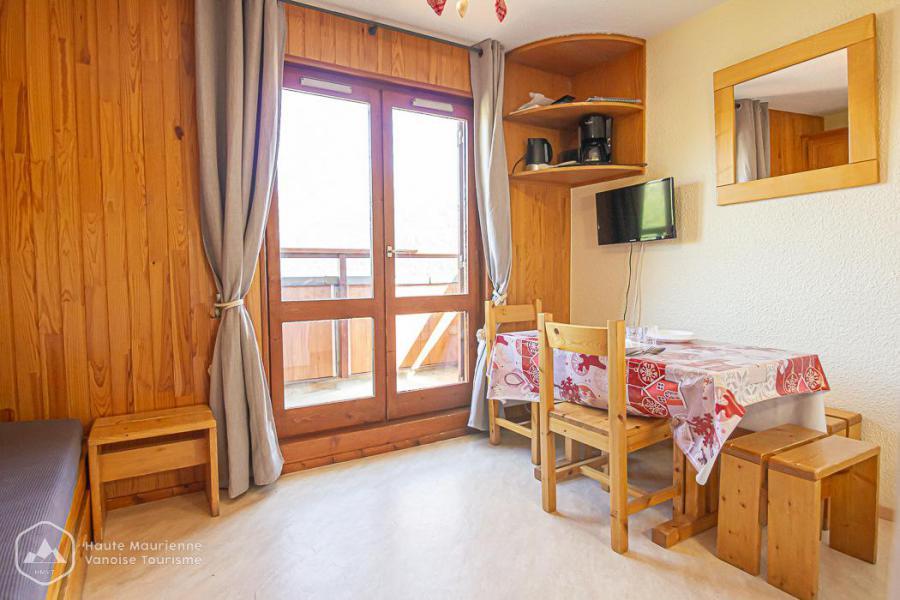 Rent in ski resort Studio 2 people (191) - Résidence Les Fleurs - Aussois - Living room