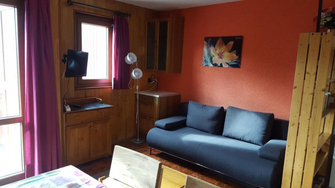 Rent in ski resort Studio cabin 4 people (30) - Résidence Les Fleurs - Aussois - Table
