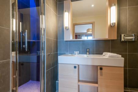 Rent in ski resort Résidence P&V Premium l'Amara - Avoriaz - Shower room