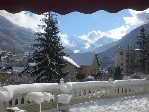 Location au ski Le Golf Hotel - Brides Les Bains - Extérieur hiver