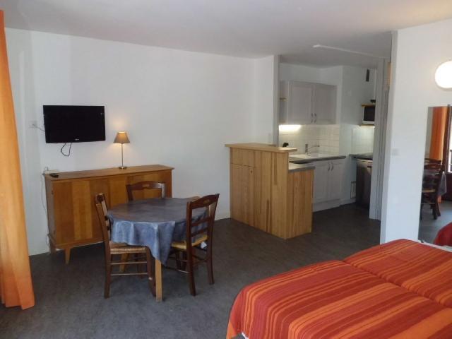 Location au ski Studio 2 personnes (33) - Residence Villa Louise - Brides Les Bains - Table