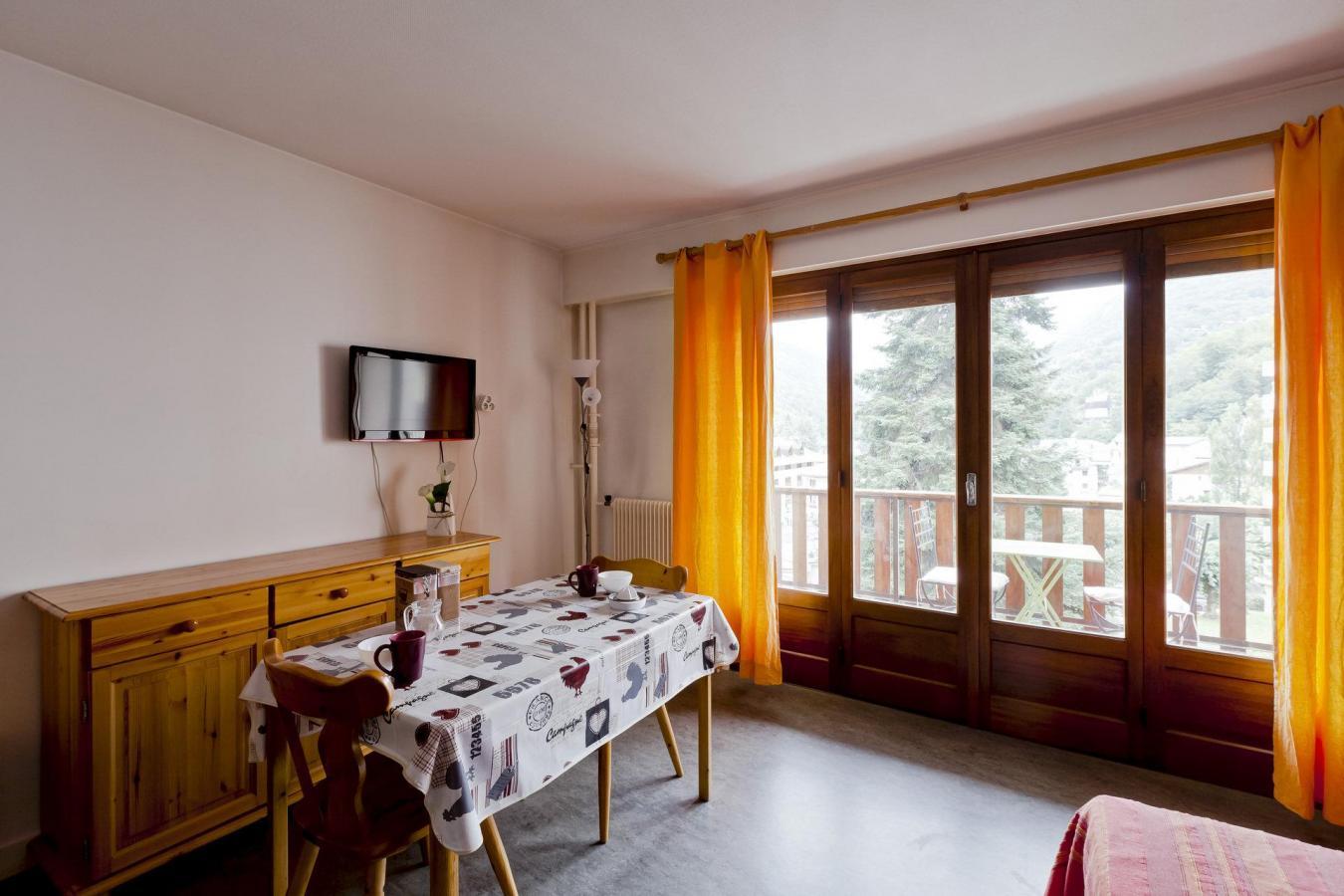 Location au ski Studio 2 personnes (34) - Residence Villa Louise - Brides Les Bains - Table