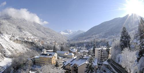 Urlaub in den Bergen Le Golf Hôtel - Brides Les Bains - Draußen im Winter