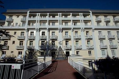Location au ski Mercure Brides Les Bains Grand Hotel Des Thermes - Brides Les Bains - Extérieur hiver