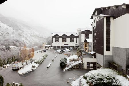 Rent in ski resort Résidence Cybèle BAT4 - Brides Les Bains - Winter outside