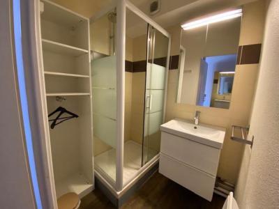 Location au ski Studio cabine 5 personnes (301) - Residence Le Grand Chalet - Brides Les Bains - Lavabo