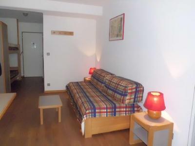 Location au ski Studio coin montagne 4 personnes (105) - Residence Le Grand Chalet - Brides Les Bains - Banquette-lit