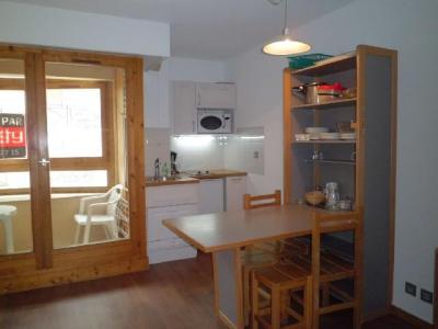 Location au ski Studio coin montagne 4 personnes (105) - Residence Le Grand Chalet - Brides Les Bains - Coin repas