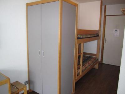 Location au ski Studio coin montagne 4 personnes (317) - Residence Le Grand Chalet - Brides Les Bains - Lits superposés