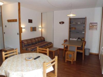 Location au ski Studio coin montagne 4 personnes (417) - Residence Le Grand Chalet - Brides Les Bains - Table