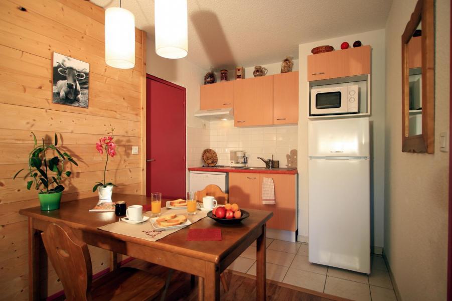 Rent in ski resort Résidence Lagrange le Domaine des 100 Lacs - Cauterets - Dining area