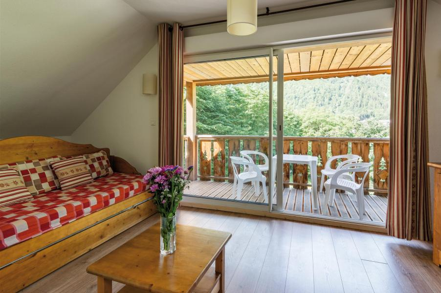Rent in ski resort Résidence Lagrange le Domaine des 100 Lacs - Cauterets - Living room
