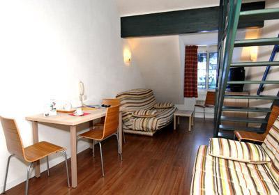 Location au ski Residence Balneo Aladin - Cauterets - Canapé