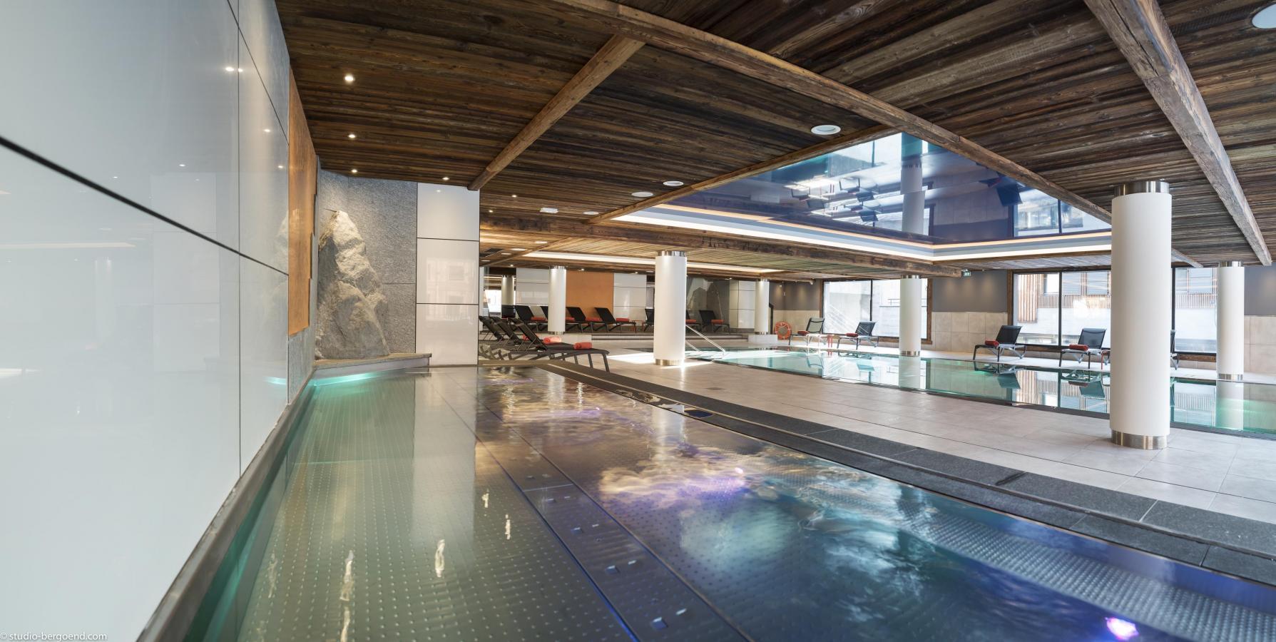Residence le cristal de jade 10 chamonix location for Chamonix piscine