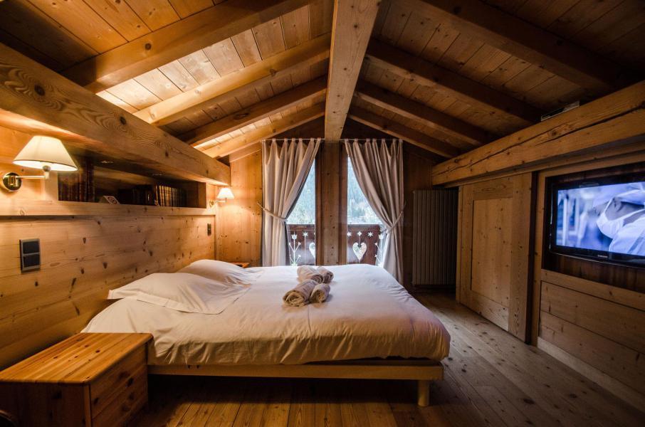 Location au ski Chalet duplex 3 pièces 4 personnes - Chalet June - Chamonix - Chambre mansardée