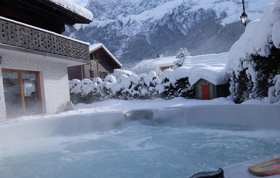 Location au ski Chalet La Taniere - Chamonix - Extérieur hiver