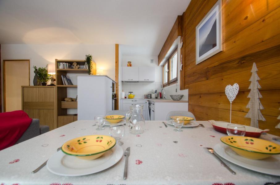 Rent in ski resort 2 room apartment 4 people (FEDORA) - Flegere et Golf - Chamonix - Table