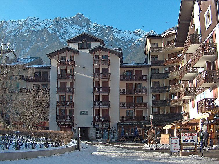 Holiday in mountain resort La Forclaz - Chamonix - Winter outside