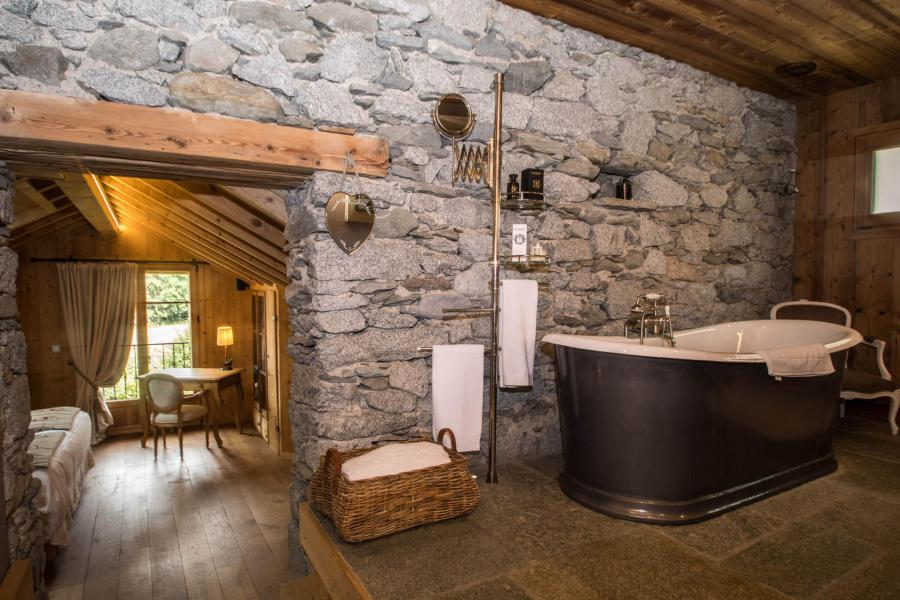 Rent in ski resort 7 room cottage 8 people - Maison Alpie - Chamonix - Bath-tub